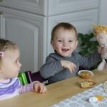...unsere Mädls beim Muffin essen ;)